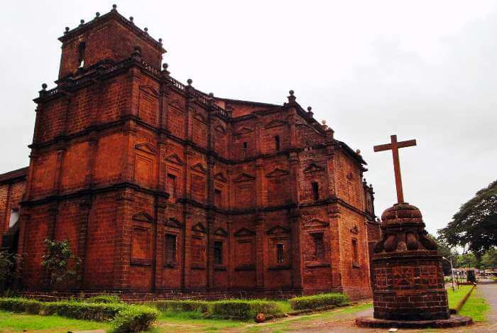 Bom Jesus Basilica is amongst the most popular Goa sightseeing locations.