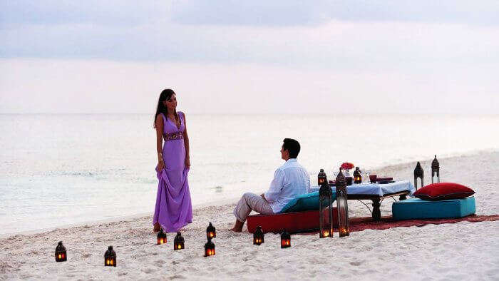 Honeymooners on a romantic date in Sri Lanka