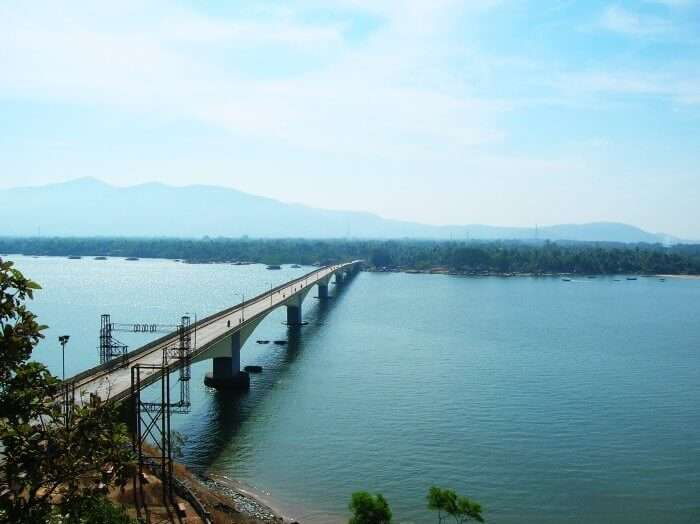 A drive through the Kali river bridge will be the best thing you'll experience during monsoons
