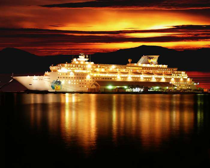 Go for a night cruise at Panjim to experience the calm waters of the sea