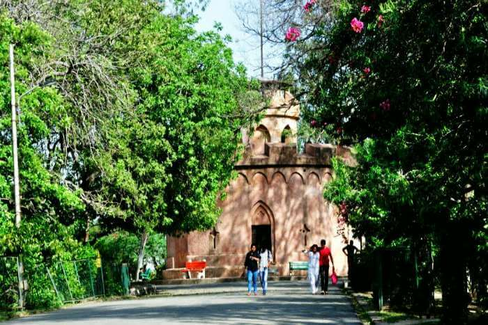 Ridge road, one of the highly recommended places to visit in Delhi for couples