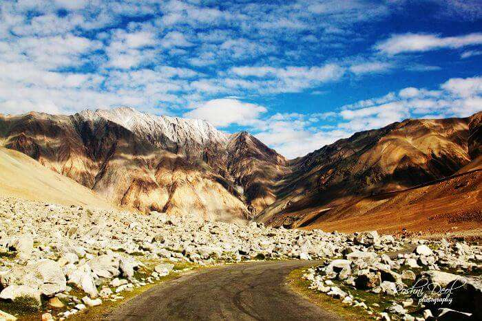Head for the most thrilling road trip from Manali to Leh in your twenties