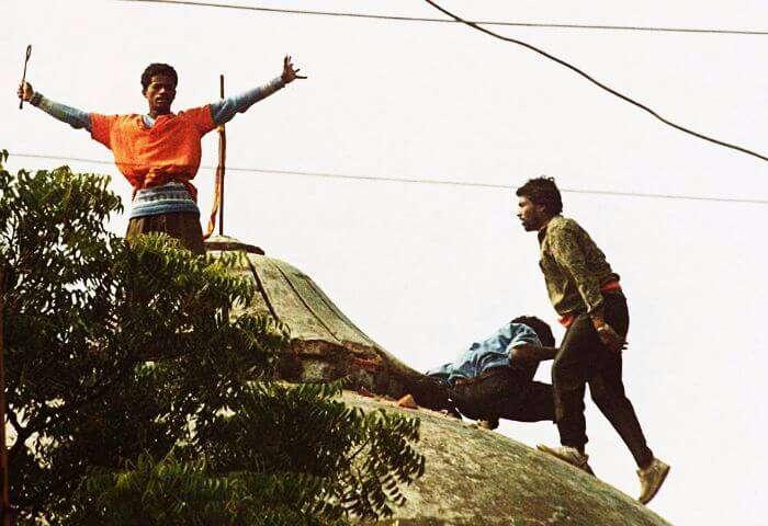 Karsevaks on the top of Babri Mosque.
