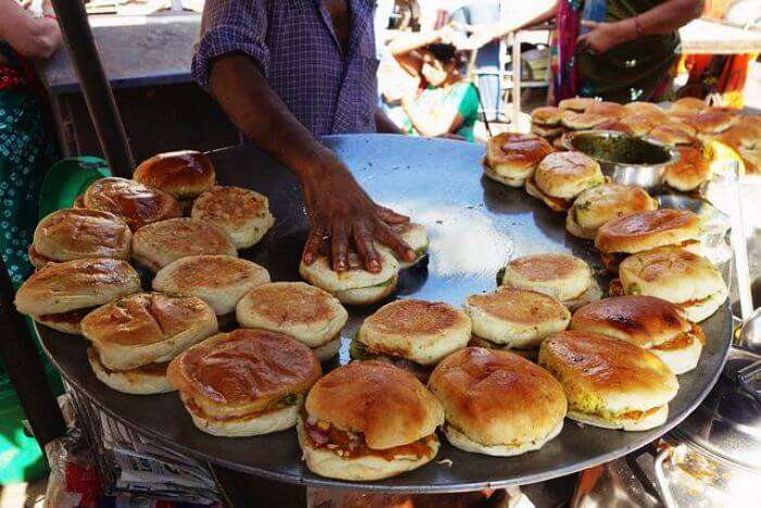 Best street food of Delhi — Delhi style burger