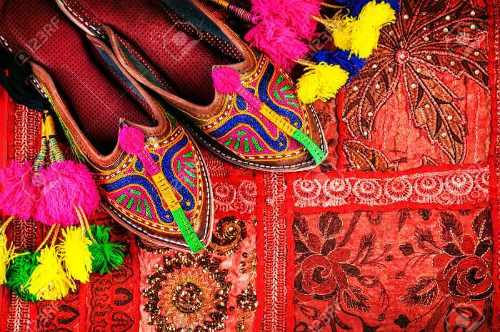 Colorful joothis available at Nehru Bazaar-Here you can get a glimpse into street shopping in Jaipur