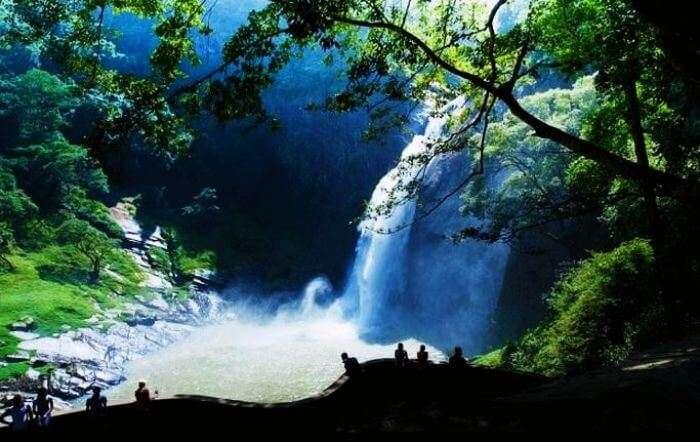Sri Lankas Dunhinda Falls