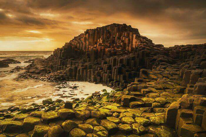 Vibrants shades of the Giant's Causeway Beach in Ireland