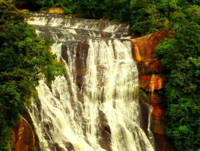 Sri Lankas Kirindi Oya Falls