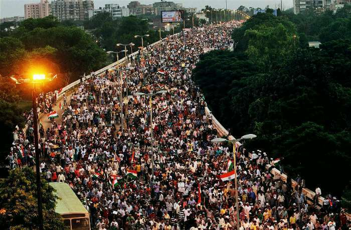 An overwhelming Mathura road with the participant protestors of IAC