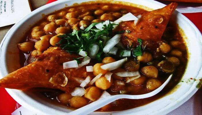 Samose with Chole — Most unique Delhi street food