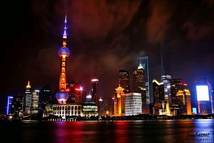 The shimmering nightsky of Shanghai