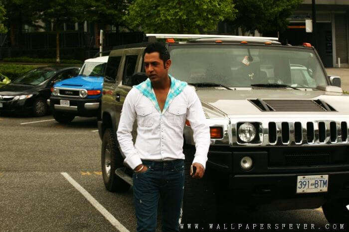 Guy with a Hummer in Chandigarh