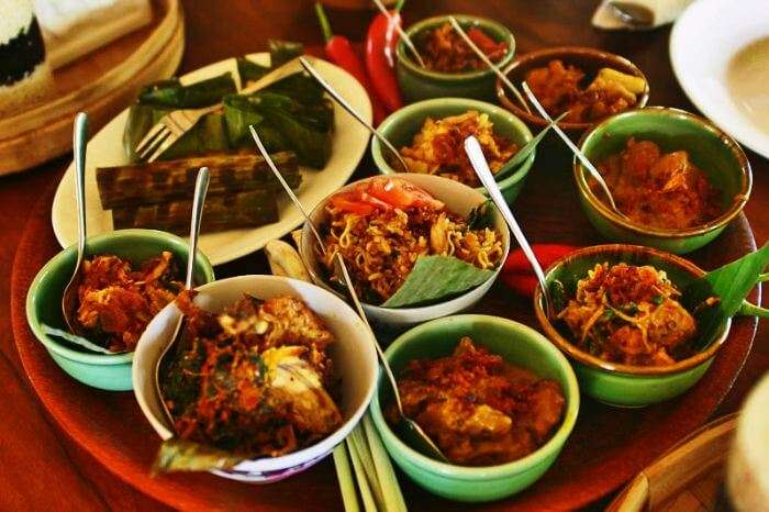 A taste of exotic and spicy flavor in this Bali cuisine- Nasi Ayam and Nasi Campur