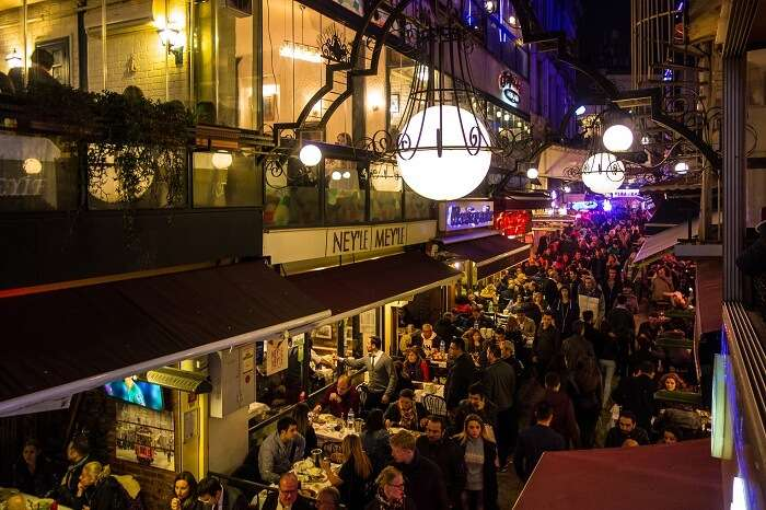 The experience of nightlife in Istanbul at a meyhane