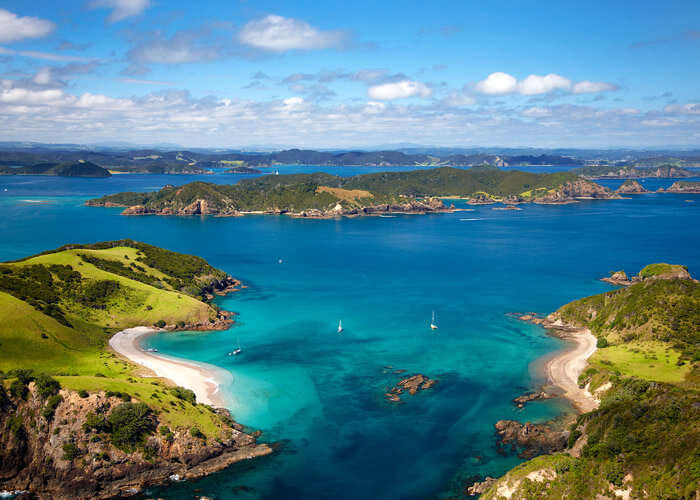 The beauty of island strands in Bay of Islands – the top New Zealand tourist attraction
