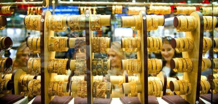 Girls shopping for gold jewellery in Dubai