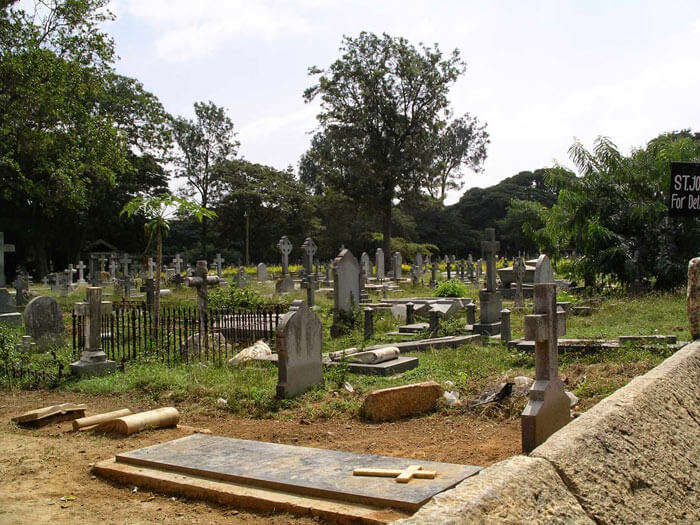 The cold environment of the Kalpalli cemetery in Sarvagna Nagar makes it another name in the list of most haunted places in Bangalore.