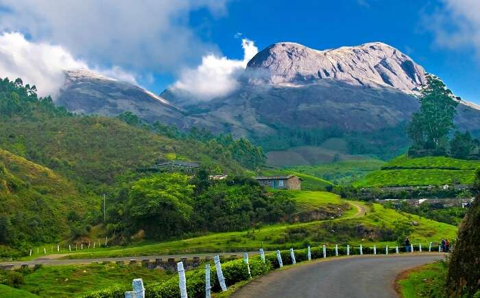 Munnar in Karnataka – Perfect for backpacking trips in India