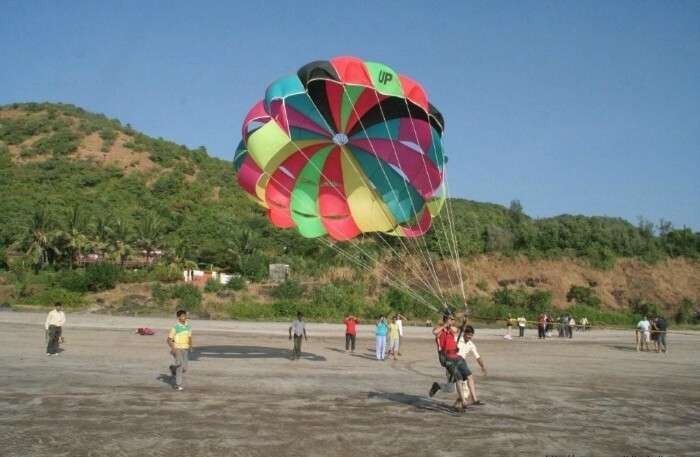 Tourists trying parasailing at Kullu in Himachal Pradesh