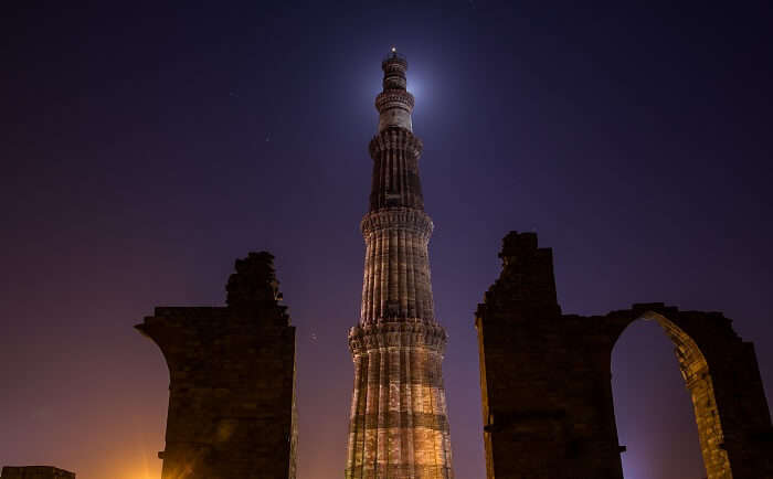 A night photoshoot at Qutub Minar