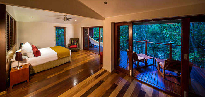 A suite at the Silky Oaks Lodge and Spa with porch