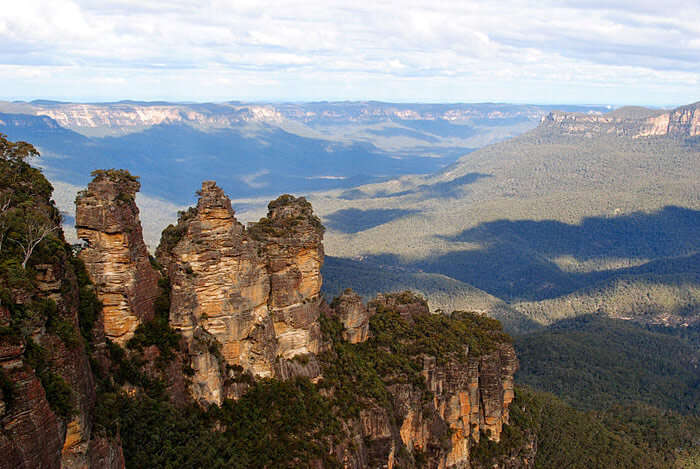 Three Sisters Blue Mountain in New South Wales – one of the most dramatic honeymoon destinations in Australia