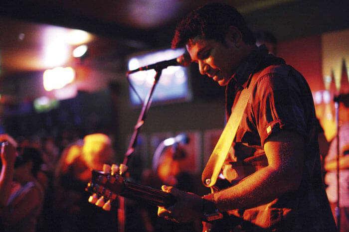 Live performance at Universal Bar