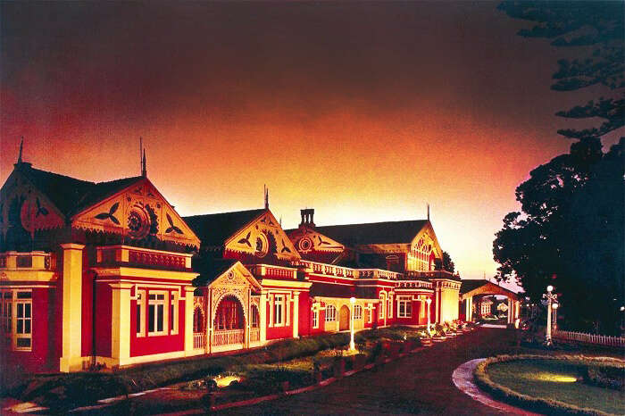 A view of the driveway to Fern Hill Hotel In Ooty