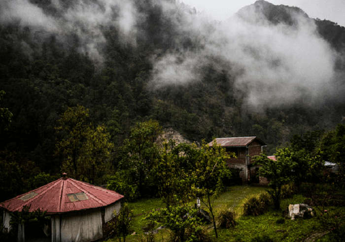 Mist reciting spells around the handcrafted cottages of Kulfon