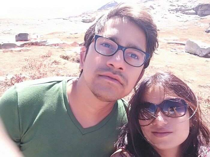 Rajeev and his wife clicking a selfie in Rohtang Pass