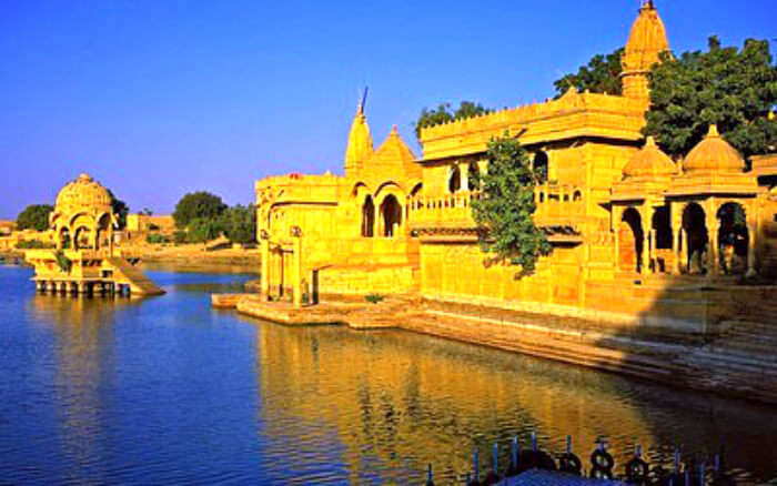 The Golden fort in Jaisalmer is one of the must places to see in Jaisalmer