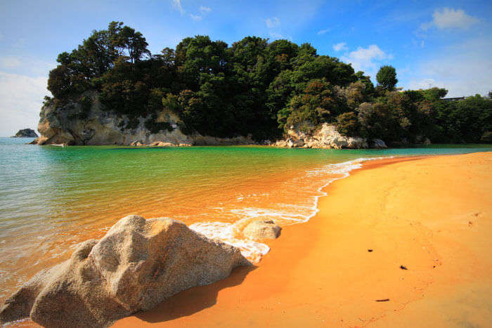 A bright day at the Kaiteriteri Beach in Nelson