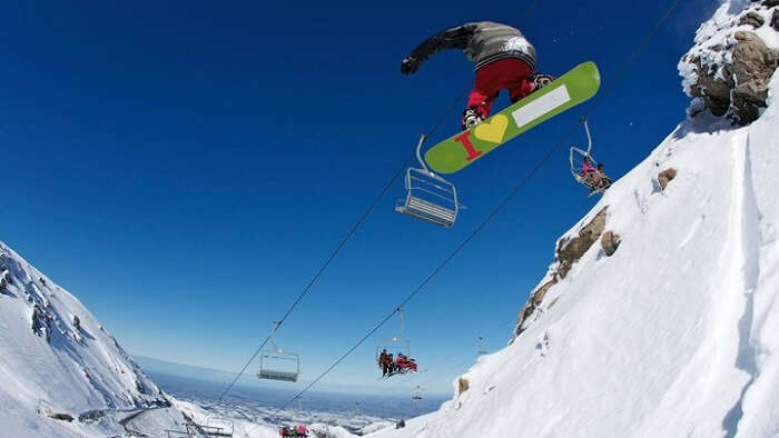 The thrillful snowboarding in New Zealand