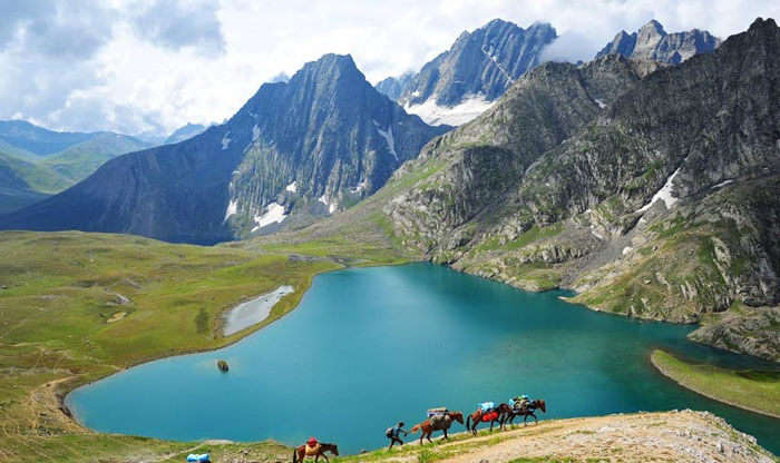 The stunning Tarsar Lake in Jammu & Kashmir