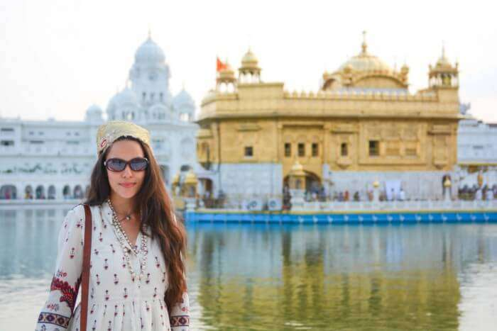 Sophee dons traditional Indian wear during her visit to Golden temple in Amritsar