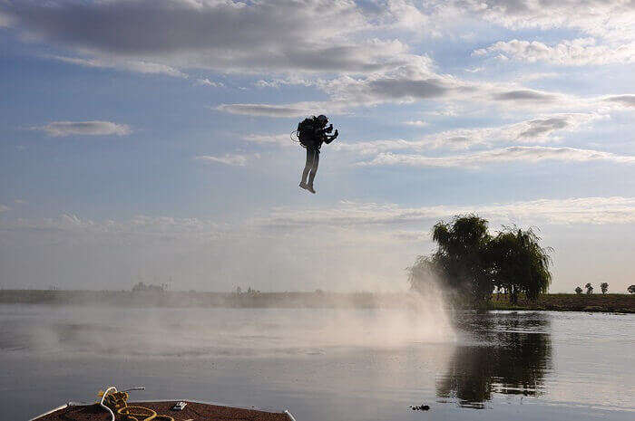 A jetpack can fly for over 10 minutes
