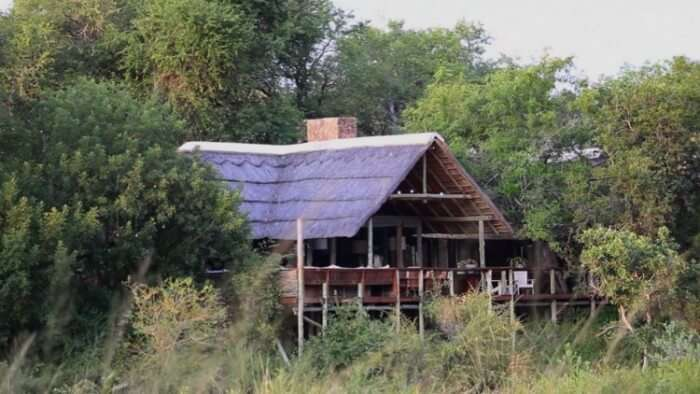 A rusty cottage at the Thornybush Game Lodge