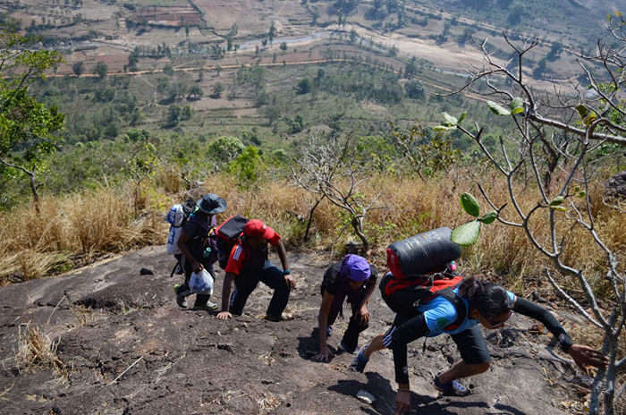 People trekking up a hill in Lambasingi
