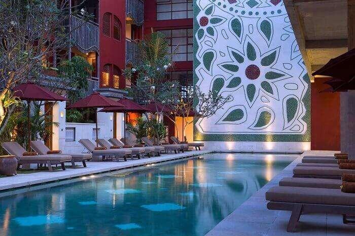 The beautiful viw of the pool at Alaya Resort