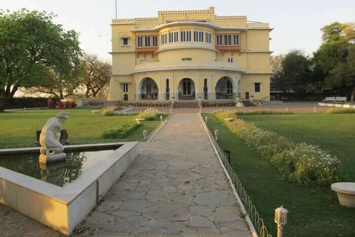 A beautiful view of the gardens and entrance of the haunted Brij Raj Bhavan Hotel in Kota