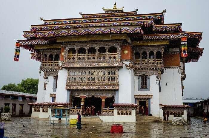 The stunning Gangtey monastery to be visited on your Bhutan honeymoon
