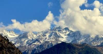 The mesmerizing view of the Parvati Valley from Kheer Ganga