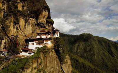 A view of the Tiger's nest monastery with the beautiful hills in backdrop