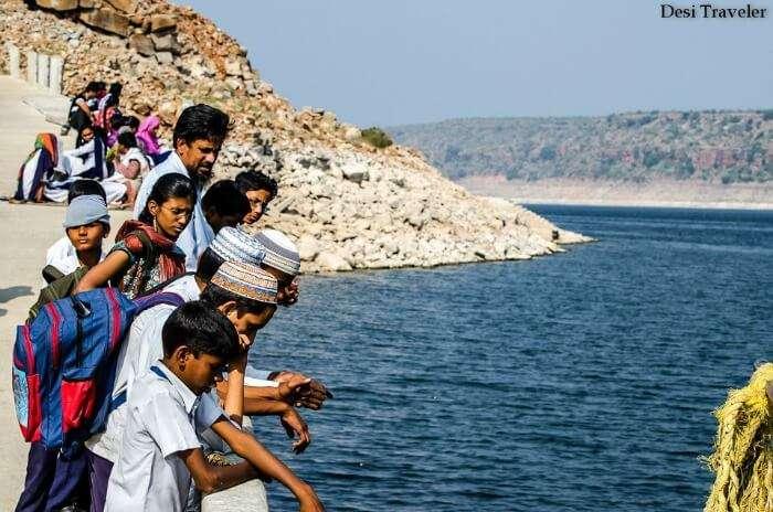 Children waiting for a boat in Nagarjuna Sagar