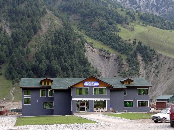 The beautiful facade of Divine Inn Hotel in Sonmarg