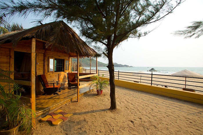 Stay at comfortable beachside holiday huts in Goa to save accomodation costs