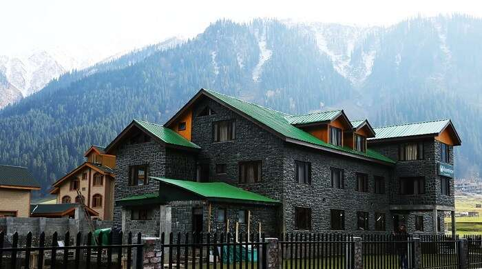 One of the most luxurious hotels in Sonmarg is Hotel Mount View
