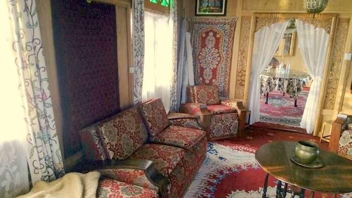 Moonshine houseboat in Nagin Lake