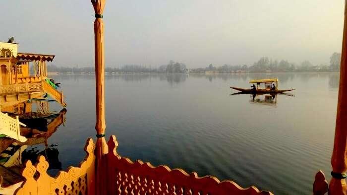 Shikara ride view from Srinagar