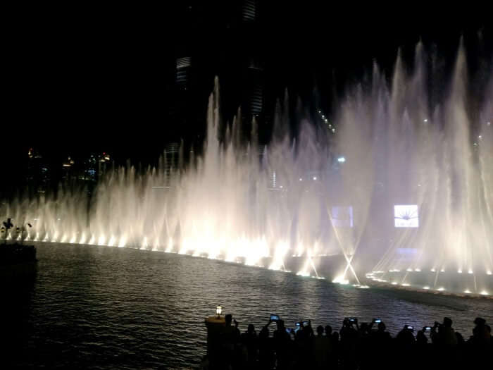 The beautiful view fo the light and fountain show in Dubai